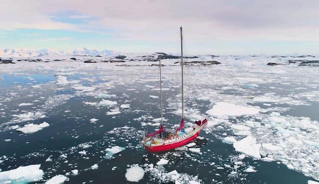 Unter Motor im Eis